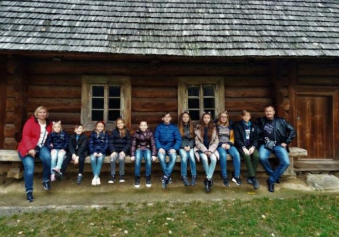 13 copii au ramas orfani dupa ce ambii parinti au fost rapusi de Covid-19