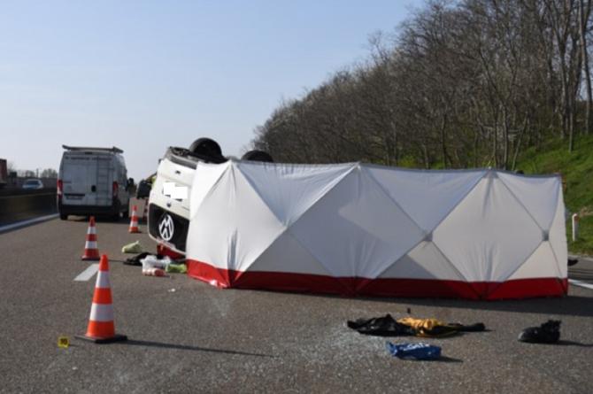 Belgia. Microbuz cu români, accident mortal. Impactul puternic a împrăștiat bagajele pe șosea