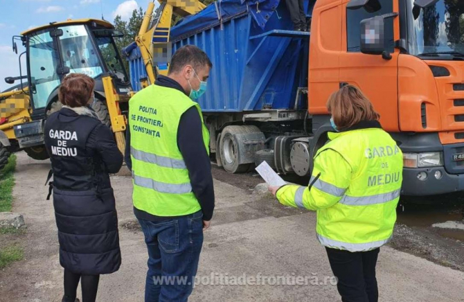 Camion venit din Bulgaria intros din drum la frontiera