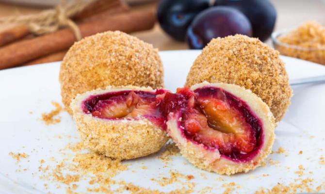 Găluște cu prune - Rețeta tradițională care ne aduce aminte de bucătăria bunicii