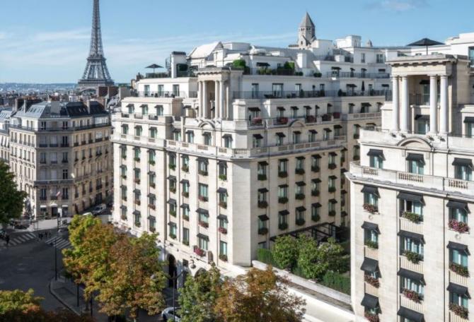 Hotel de lux din Paris jefuit