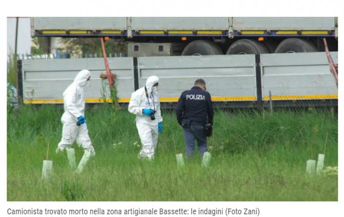 Italia. Șofer român de TIR, găsit mort în cabină. Anchetatorii merg pe varianta crimei: Cercetează câmpul din jurul parcării