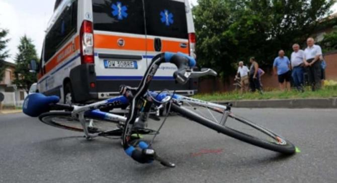 Italia Biciclist roman ranit in trafic  dupa o manevra gresita