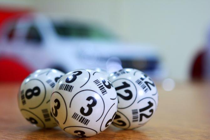 Numere loto 649 duminică 4 aprilie. Premiu de 1.3 milioane euro