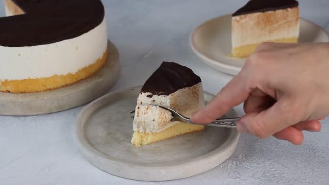 Pască cu brânză și ciocolată, fără aluat. Rețeta vedetă a mesei de Paște și secretul care o face extrem de ușor de pregătit