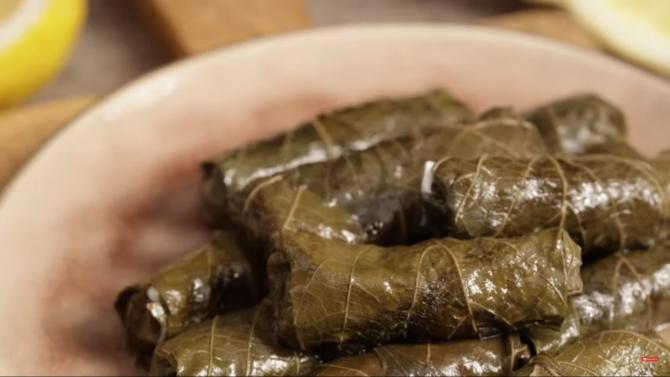 Sarmale de post cu dovlecei, în foi de viță: Rețeta care va parfuma bucătăria cu miros de primăvară