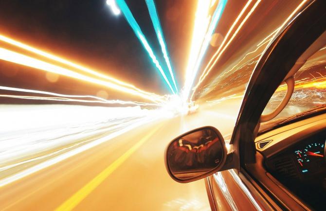 Vehiculele cu pilot automat, permise în acest an pe autostrăzile din Marea Britanie