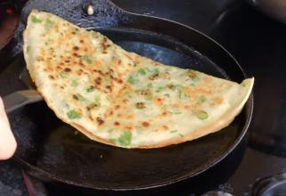 Dosa, clătite indiene umplute cu cartofi. O rețetă diferită și originală, dar mai presus de toate, plină de aromă