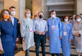 """Florin Cîţu: """"Cinci persoane vaccinate pe minut la Maratonul din Capitală"""""""