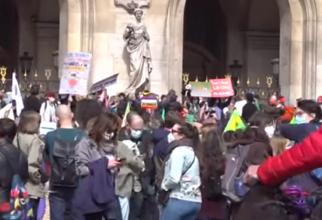 Franţa. Zeci de mii de oameni au ieşit în stradă