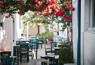 Grecia redeschide terasele cafenelelor şi restaurantelor după o pauză de şase luni