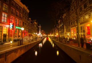 """Primăria din Amsterdam mută """"Cartierul roșu"""""""