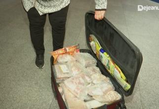 Româncă din Italia, prinsă pe aeroport cu un miel întreg în bagaje (Sursa foto: Dejeanul.ro)