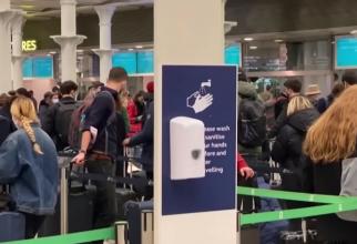 """Români, reținuți de Marea Britanie pe aeroport după aterizare: """"Nu știm când vom pleca! Ne-au luat telefoanele și lucrurile!"""""""