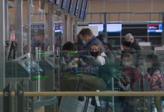 """Transporatorii aerieni: """"Testarea PCR crește costul călătoriilor, guvernele ar trebui să le finanțeze"""""""