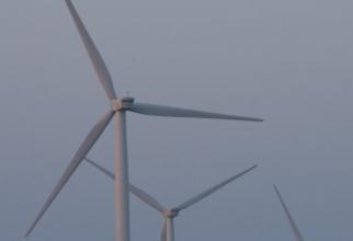 Un tânăr a decedat, după ce a rămas blocat într-o turbină eoliană