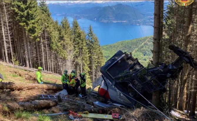 Accidentul de teleferic din Italia s-a soldat cu 13 morți (Sursa: Twitter)