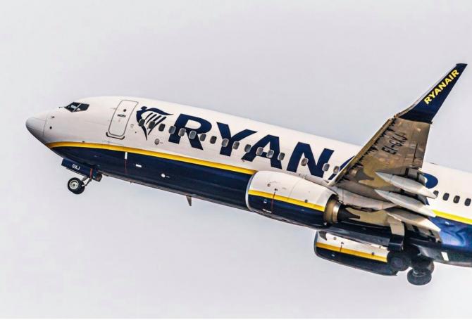 Avionul în care se află și români, deturnat în Belarus