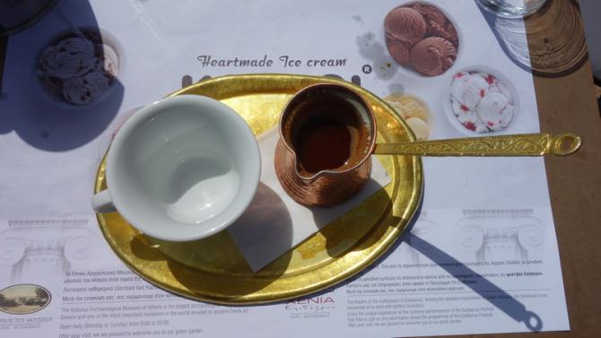 Cafea grecească tradiţională. Începe-ţi dimineţile cu arome care te duc cu gândul la vacanţă (sursa foto: Flickr)