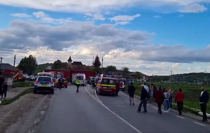 Cine sunt victimele accidentului grav, produs sâmbătă, în Iași. Un TIR a lovit un microbuz, în care se aflau mai multe persoane Sursa ziaruldeiasi.ro