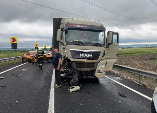 Coliziune între 4 autoturisme, un TIR și un camion pe centura Bacăului Sursa Europafm