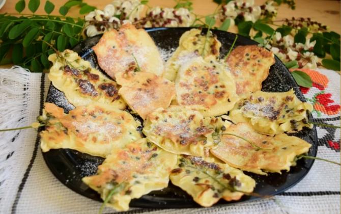 Flori de salcâm în aluat de clătite: Desertul românesc original, cu parfum de mai