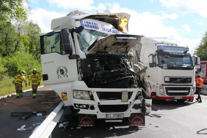 Doi șoferi români de TIR români, implicați într-un accident violent (Sursa: Justine Mallard, via lejsl.com)