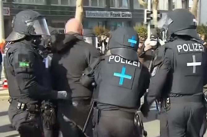 Germania. Poliţia a destructurat o vastă reţea de pornografie cu minori de pe Darknet