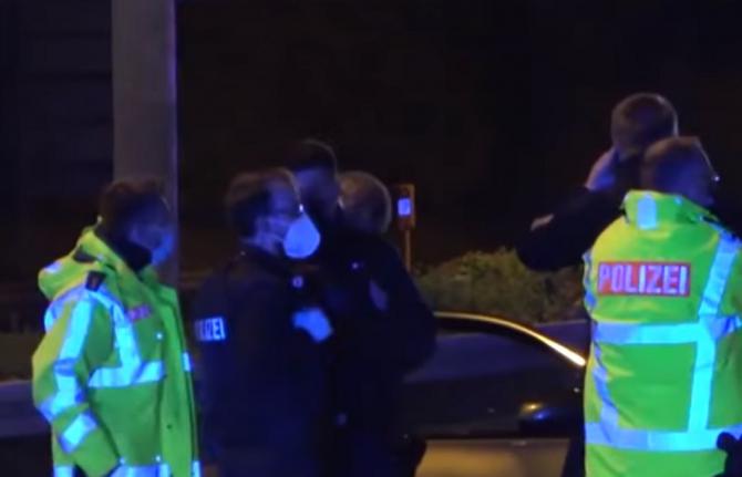 Germania. Trei români au bătut și sugrumat polițiștii care au venit să le întrerupă petrecerea
