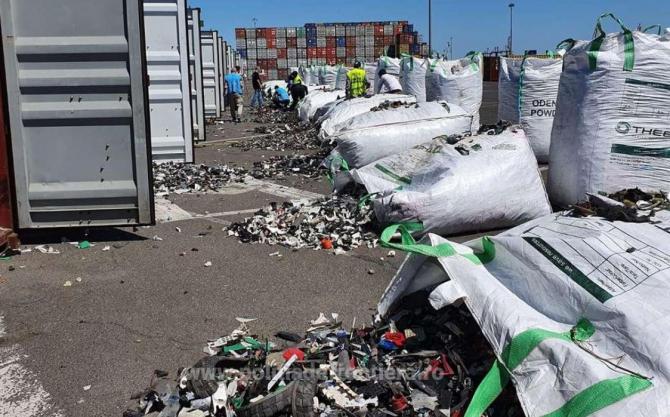Germania își trimite gunoiul în România. Alte 500 de tone de deșeuri, oprite în Portul Constanţa