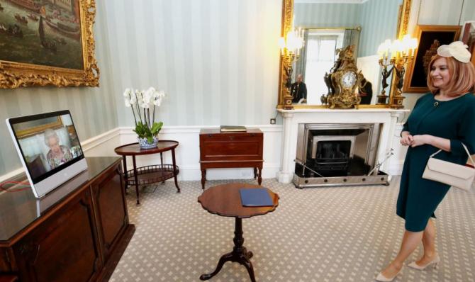 Laura Popescu, ambasadorul României la Londra, Laura Popescu, și-a prezentat scrisorile de acreditare reginei Elisabeta a II-a