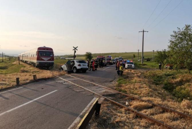 Maşină lovită de tren în județul Vaslui. Patru persoane și-au văzut moarte cu ochii Sursa ISU Vaslui