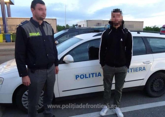 Microbuz, în care se aflau șapte persoane, oprit la intrarea în România. Călătoria, oprită de polițiștii români