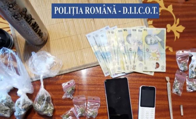 Minori români, folosiți de o grupare de traficanți de canabis