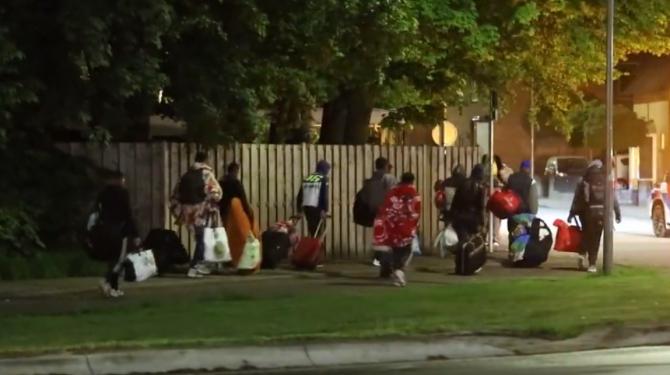"""Olanda. Zeci de români, abandonați într-un parc după ce li s-a promis un loc de muncă: """"O situație foarte gravă și inumană"""""""