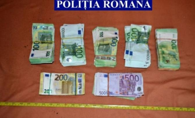 Percheziţii la domiciliul românului, care a vrut să dea o mită-record unor poliţişti. Ce au găsit oamenii legii în casa acestuia