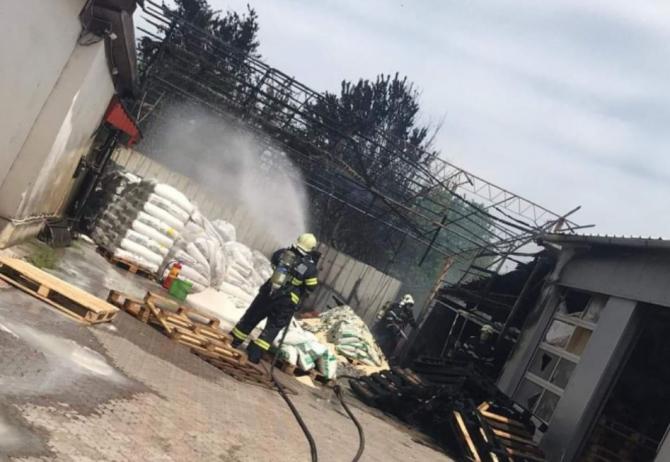 Pericol de explozie. Incendiu depozit de substanțe chimice