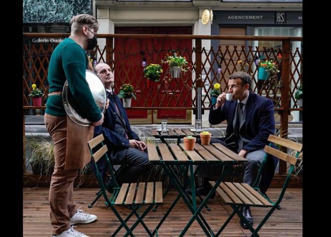 Emmanuel Macron, la terasă în ziua relaxării măsurilor (Sursa foto: Facebook/Emmanuel Macron)
