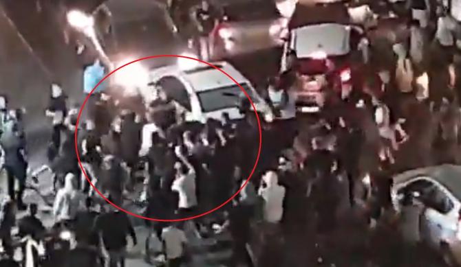 Scene de groază în Israel. Momentul în care un bărbat este scos din mașină și bătut de mulțimea furioasă (VIDEO)