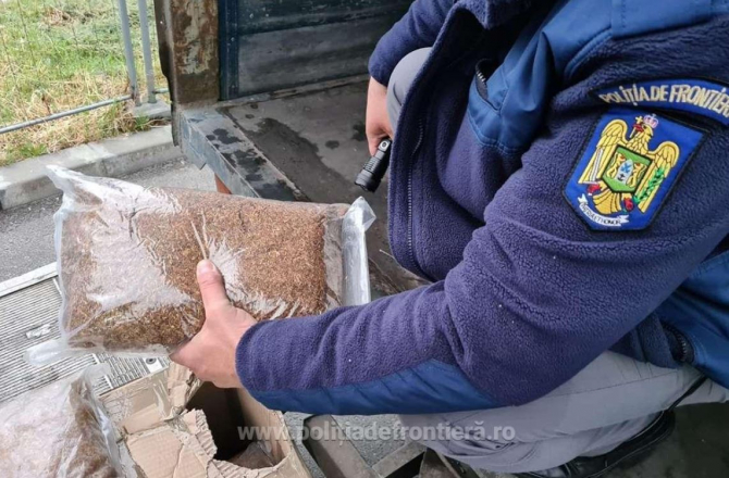 Șofer român, la volanul unei dubițe, oprit la vama Giurgiu. Printre coletele transportate, bărbatul ascundea o comoară