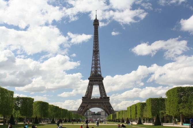 Turnul Eiffel împlineşte azi 132 de ani. Povestea monumentului şi a legăturii românilor cu acesta