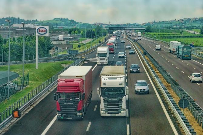"""UK, operațiunea Symbolry. Șoferi români de camioane și microbuze, implicați într-o rețea criminală: """"Oamenii mor și ei își iau banii"""""""