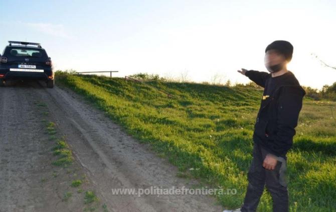 Un moldovean a fost reținut, după ce a traversat înot râul Prut. Bărbatul intenționa să ajungă în Franța