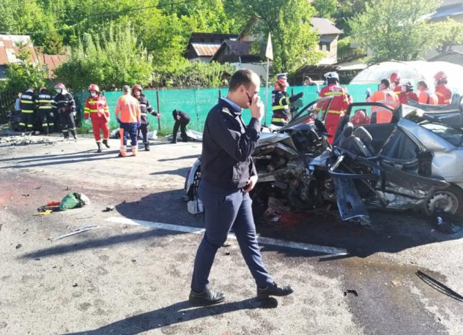 Cinci români morți în urma unei coliziuni puternice, în județul Prahova