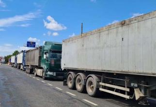 Camioanele vor circula, azi, cu viteză redusă în România pentru a protesta față de autoritățile fiscale