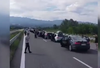Cozi de sute de mașini la intrare în Grecia