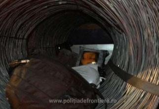Camion, încărcat cu baloți de sârmă, oprit în vama Petea. Ce ascundea șoferul moldovean