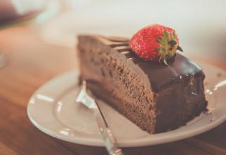 Tartă cu ciocolată și zmeură fără zahăr