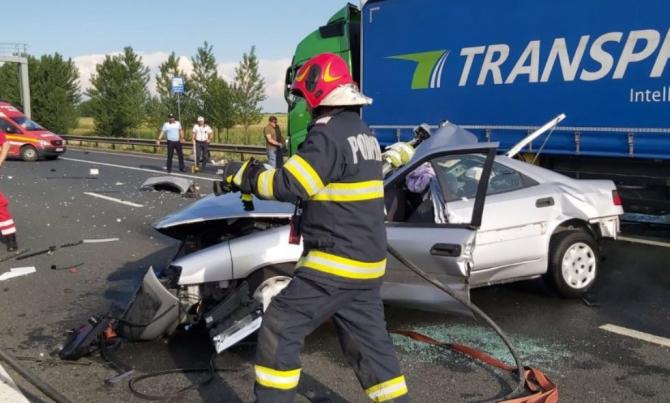 Accident grav în vama Nădlac. Un autoturism a intrat într-un TIR staționat Sursa specialarad.ro