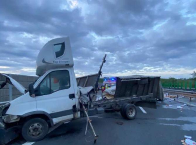 Accident teribil în Alba. Șoferul unei dube și-a pierdut viața după ce s-a izbit violent de parapet